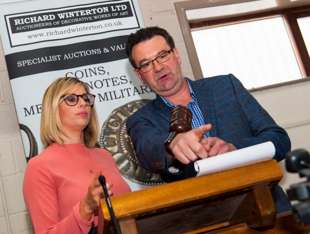 Richard Winterton gives J'AIME editor Amy Norbury a lesson in the art of auctioneering