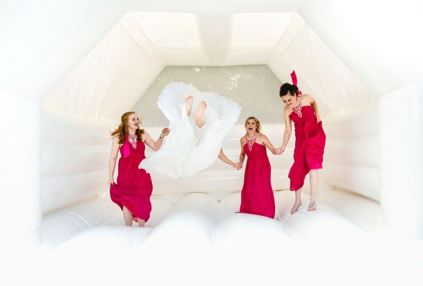Lisa scooped a Fearless Award for this incredible bridal party photo